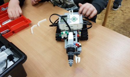 Pressetermin mit Robotern im Jugendtreff Geisweid